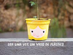 Como renovar um vaso de plástico com tinta e amor :-P