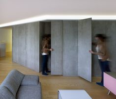 Piso Viroc by Castroferro Arquitectos Cement panels were used for storage, partitions and doors. Contemporary Architecture, Architecture Details, Cement Walls, Keep The Lights On, Ideal Tools, Built In Wardrobe, Particle Board, Textured Walls, Concrete