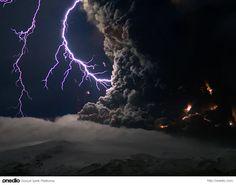 İzlanda'daki Eyjafjallajökull yanardağının faaliyete geçtiği günler