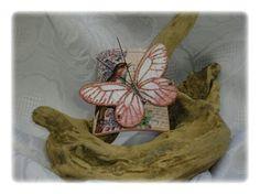 Tegolina con farfalla rosa