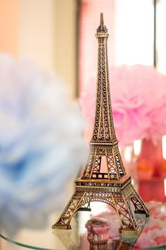 I really want to visit Paris with girlfriend Paris Wallpaper Iphone, Disney Wallpaper, Eiffel Tower Photography, Paris Photography, Beautiful Paris, I Love Paris, Pretty Wallpapers Tumblr, Paris Room Decor, Miniature Photography
