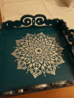 Funky Painted Furniture, Painted Chairs, Stencil Decor, Stencils, New Project Ideas, Painted Trays, Decoupage Box, Diy Kitchen Decor, Wood Tray