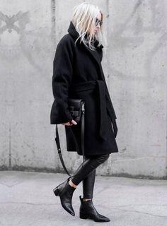 Long coat//leggings//boots