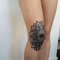 "1,043 Likes, 10 Comments - Matteo Nangeroni (@matteonangeroni) on Instagram: ""•Knee geometric flower• BOLD Blacktrad #video #tattoo #tatuaggi #ink #mandalas…"""