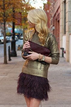 Love this look! Gold sweater with a burgundy feather skirt! Glamouröse Outfits, Moda Outfits, Fashion Outfits, Party Outfits, Skirt Fashion, Fashion Clothes, Summer Outfits, Holiday Fashion, Holiday Outfits