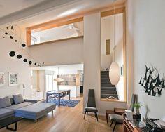Loft com aberturas internas.  http://www.decorfacil.com/modelos-de-lofts-decorados/