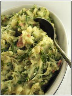 Delen Tweet + 1 E-mailen Voor 3 personen: 500 gr aardappelen 400 gr andijvie (gekuist) 100 gr gerookte spekblokjes arachideolie boter 200 ml room ...