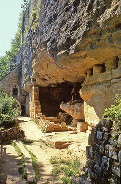 Tursac - Village troglodytique de La Madeleine. Dordogne. Aquitaine