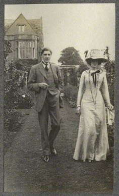lady ottoline morrell with edward william horner ❋ frank harris and nellie (vintage photographie) Vintage Pictures, Old Pictures, Vintage Images, Old Photos, Mode Vintage, Vintage Ladies, Edwardian Fashion, Vintage Fashion, 90s Fashion