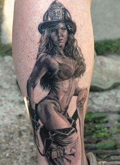 intriguing Black & Grey Pin Up Girl Tattoo Patriotische Tattoos, Pin Up Tattoos, Badass Tattoos, Cute Tattoos, Body Art Tattoos, Tattos, Awesome Tattoos, Tattoo Girls, Pirate Girl Tattoos