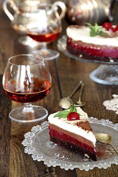 Торт Юджин с брауни и вишневым мармеладом