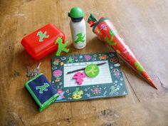 Bald starten die ABC Schützen in ihr erstes Schuljahr. Zuckertüten für die Kleinen lassen sich prima mit Ampelmännchen füllen! Viele praktische Dinge für die Erstklässler findet Ihr im AMPELMANN Webshop www.bit.ly/AMPELMANN_Webshop. Fertig gefüllte Schultüten sind in unseren sechs Berliner Shops zu haben: http://ampelmann.de/html/shops.html