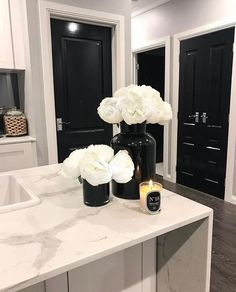 3 Things You Can Do To A Woman Beautiful black and white kitchen with quartz countertops Outdoor Kitchen Countertops, White Kitchen Decor, Kitchen Ideas, Black Vase, Quartz Countertops, Black Countertops, Home Decor Inspiration, Decor Ideas, Home Interior Design