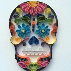 Mexican Calaveras, the famous Sugar Skull of the Day of the Dead on quilling to celebrate this beautiful mexican tradition. Origami And Quilling, Quilled Paper Art, Paper Quilling Designs, Quilling Paper Craft, Quilling Patterns, Diy Paper, Paper Crafts, Tulle Crafts, Oragami