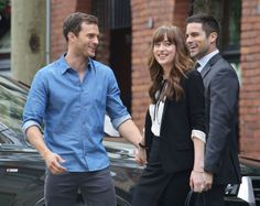Grey, Ana e Swayer se divertem nos bastidores de Cinquenta Tons