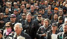 DC throws up roadblock for patriotic bikers- LOOK at these WONDERFUL AMERICANS that rode for over a thousand miles only to be DENIED a permit. SEE THEM HOLD THEIR HAND OVER their hearts? THIS IS THE REAL AMERICA we MUST KEEP!