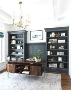 If you choose to make a home office, don't forget to put a lot of thought and details into the design. The idea is a home office that will provide home comfort with workplace functionality. Home Office Space, Home Office Design, Home Office Decor, House Design, Office Designs, Home Office Lighting, Modern Office Decor, Apartment Office, Office Ideas For Home