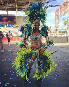 The annual Trinidad and Tobago Carnival was held this past Monday and Tuesday in the City of Port-Of-Spain. Masquerade bands, each dressed in its own colorful costume, took to the streets dancing (… Carnival Dancers, Carnival Girl, Carnival Outfits, Rihanna Carnival, Rio Carnival Costumes, Carnival Fashion, Carnival Makeup, Carribean Carnival Costumes, Caribbean Carnival