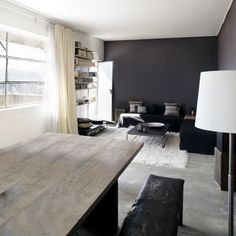 Un salon contemporain tout en longueur