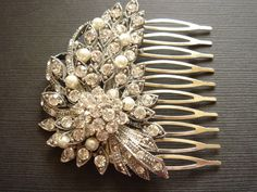 Beautiful vintage looking hair comb