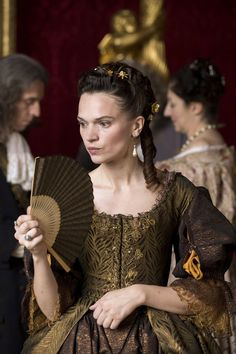 Anna Brewster in 'Versailles'. 17th Century Clothing, 17th Century Fashion, Rococo Fashion, Fashion Tv, Theatre Costumes, Movie Costumes, Louis Xiv, Historical Costume, Historical Clothing