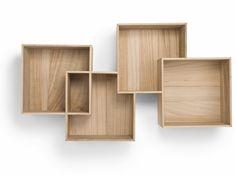Livet behøver ikke at være kompliceret. Faktisk er det de simpleste løsninger der fungerer bedst. Som når man sætter fire kasser sammen og får et moderne og praktisk sted at opbevare og udstille sine ting, det er det vi kalder Quadro.