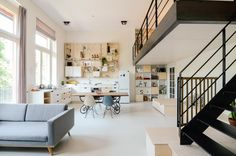 Altes Schulhaus in 10 Loft-Apartments umgewandelt - Dekoration ideas Loft Stil, Amsterdam Houses, Amsterdam Netherlands, Style Loft, Old School House, Scandinavian Apartment, Loft House, House Floor, Deco Design