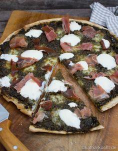 Dinkel Pizza mit Brennessel Pesto und Parmaschinken - Katha-kocht!