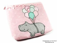Happy Hippo :-) Nilpferd mit Luftballons ♥ Doodle Applikation Stickdatei von KerstinBremer.de ♥ Balloon hippo appliqué embroidery for embroidery machines. Freehand machine embroidery style. #sticken #nähmalen #nähen #sewing