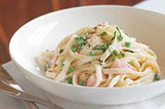 Turn one of the richest pastas around into a HEALTHY LIVING alternative with this Updated Fettuccine Carbonara. This fettuccine carbonara is low-fat. Kraft Foods, Kraft Recipes, Pea Recipes, Cooking Recipes, What's Cooking, Dinner Recipes, Healthy Recipes, Fettuccine Carbonara Recipe, Pasta A La Carbonara