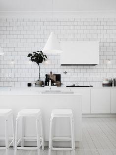 All white kitchen - white subway tiles - The home of Lotta Agaton Painted Kitchen Floors, Kitchen Flooring, Kitchen Tiles, Kitchen Decor, Kitchen Stools, Kitchen Styling, Kitchen Dining, Kitchen Island, Deco Design