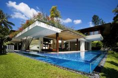 Minimalist Tropical House with Glass Pool and Garden Roof Design Ideas, 38 bedroom & living room designs in Modern Contemporary Tropical House Design Inspirations gallery Architecture Résidentielle, Amazing Architecture, Singapore Architecture, Sustainable Architecture, Sustainable Design, Contemporary Architecture, Moderne Pools, Casa Patio, Open House Plans