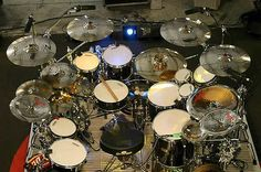 """Pearl Masterworks Series Drums & Zildjian Cymbals: Drums — Broken Glass Finish All shells are 6-ply, 2 Inner Plies Maple/4 Outer Plies Mahogany 10x10"""" Tom 12x10"""" Tom 14x14"""" Floor Tom 16x16"""" Floor Tom 20x18"""" Bass Drum 14x5"""" Morgan Rose Signature Snare 10x6"""" Snare (additional) 6x8"""" Concert Tom 8x8"""" Concert Tom. Morgan Rose/pearl"""