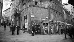 La Croce del Travaglio, tra Banchi di Sotto e Banchi di Sopra. Foto di Piero Damiani su https://www.flickr.com/photos/pierodamiani/13569478024/lightbox/