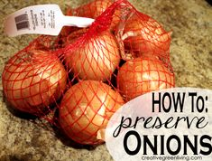 How to Preserve Onions (this tip is so easy and will save so much time in the kitchen!) I throw out at least one onion a month because it's all icky, I've got to try this tip! Vida Frugal, Canned Food Storage, Freezer Storage, Home Canning, Survival, Canning Recipes, Freezer Recipes, Freezer Meals, Baking Tips