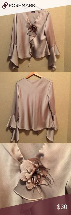 Dressbarn beautiful Blouse, size 14 For work or out on the town, lined too! 100% polyester, NWOT, removable flower Dress Barn Tops Blouses