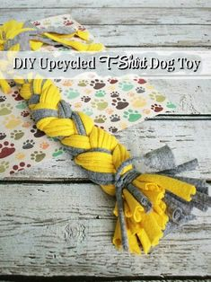 How can you upcycle old t-shirts while creating a fun and entertaining toy for your dog? Learn how to create this DIY Upcycled T-Shirt Dog Toy! everydaydogmom DIY DIYDog via 642537071815848461 Diy Dog Toys, Best Dog Toys, Toy Diy, Toy Puppies, Old T Shirts, Diy Weihnachten, Diy Stuffed Animals, Dog Supplies, Dog Accessories