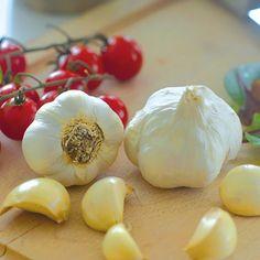 En ekologisk vitlök med stora klyftor och fyllig smak. - Välkommen till vårt stora sortiment av fröer och lökar till ätbara och blommande växter. Blast, Garlic, Vegetables, Veggie Food, Vegetable Recipes, Veggies