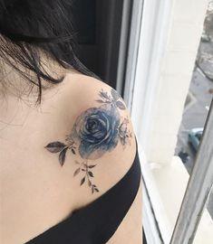 Roses In London #tattoo#tattooing#tattoowork#tattooart#flowertattoo#tattooed#flower#rose#rosetatoo#london#colortattoo#타투#꽃타투#장미타투#장미#꽃#타투이스트꽃#tattooistflower