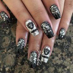 Oakland Raiders acrylic nails! Done by Aaliyah Fonseca Raiders Nails, Raiders Girl, Raiders Stuff, Football Nail Designs, Football Nails, Gel Nail Polish, Nail Nail, Shellac Nails, Matte Nails