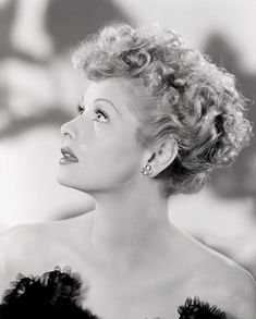Lucille Ball Portrait, People Photo - 30 x 41 cm Lucille Ball, Vintage Hollywood, Hollywood Glamour, Classic Hollywood, Hollywood Divas, Hollywood Stars, Family Photo Outfits, Family Photos, Girl Outfits