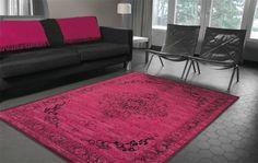 Dit prachtige roze vloerkleed heeft een mooie verweerde uitstraling. Het vloerkleed is gemaakt van hoogwaardige wol en katoen. Het vloerkleed heeft een klassiek oosters dessin. Het vloerkleed is aan de onderkant afgewerkt met een mooi rand. Het karpet is 8 mm dik.