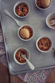 Crumble pommes rhubarbe et glace caramel beurre salé