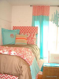 Guest bedroom decor ideas- love the coral & teal combo Home Bedroom, Bedroom Decor, Bedroom Ideas, Bedrooms, 1980s Bedroom, Girls Bedroom, Teal Rooms, Coral Bedroom, Leelah