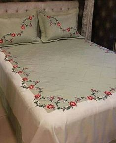 Pillow Embroidery, Floral Embroidery Patterns, Hand Embroidery Designs, Handmade Bed Sheets, Bed Sheet Painting Design, Bed Cover Design, Designer Bed Sheets, Hand Painted Dress, Cotton Bedding