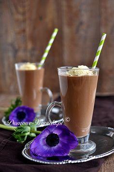 Czekolada połączona z kawą w proporcji pół na pół, schłodzona i połączona z likierem o smaku kawowym lub tiramisu. Do... Coffee And Cigarettes, Frozen Desserts, Coffee Love, Delicious Desserts, Cupcake Cakes, Latte, Vegan, Sweets, Drinks