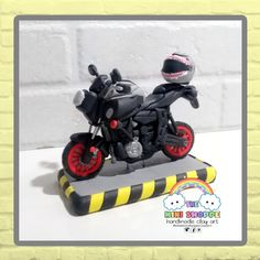 CUSTOM-MADE YAMAHA MT 07 MOTORCYCLE CAKE TOPPER  FOR BIRTHDAY 100% HANDMADE MATERIAL: POLYMER CLAY Motorcycle Cake, Polymer Clay Cake, Yamaha, Cake Toppers, Custom Made, Fondant, Birthday, Handmade, Motorbike Cake