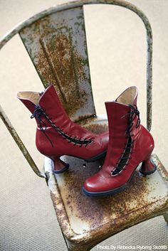 Red boots.  I likey