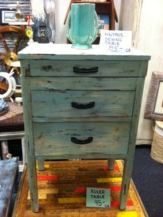 Vintage sewing table/lid lifts & drawers