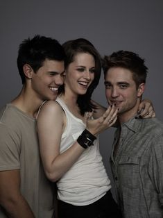 Photo of Entertainment Weekly Outtakes Of Robert Pattinson, Taylor Lautner & Kristen Stewart! for fans of Robert Pattinson 15733849 Kristen And Robert, Robert Pattinson And Kristen, Entertainment Weekly, Kristen Stewart, Body Image Quotes, Celebrity Bodies, Celebrity Photos, Twilight Pictures, Taylor Lautner